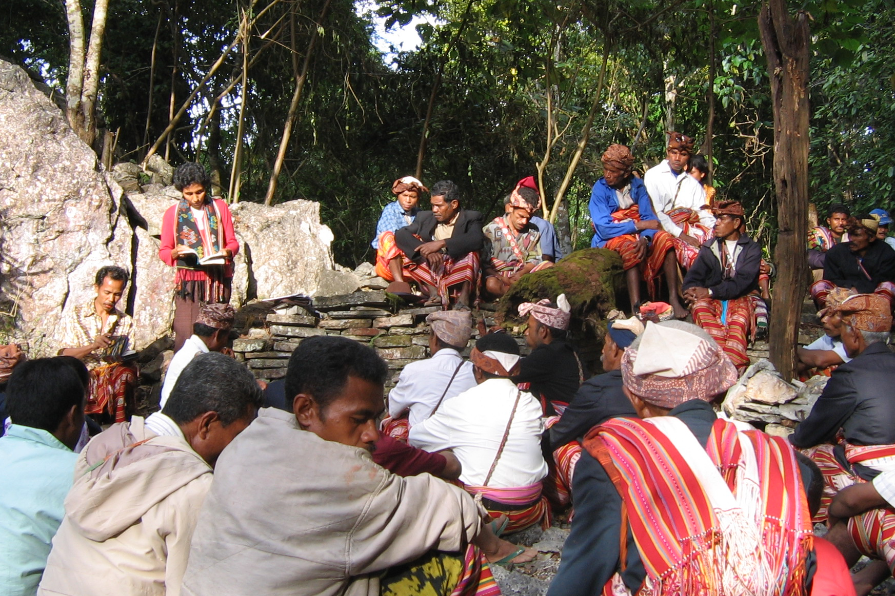 indonesia_john_campbell-nelson_Rev._Paoina_Bara_Pah_leads_prayers_for_protection_of_Bijeli_watershed__South_Central_Timor.png